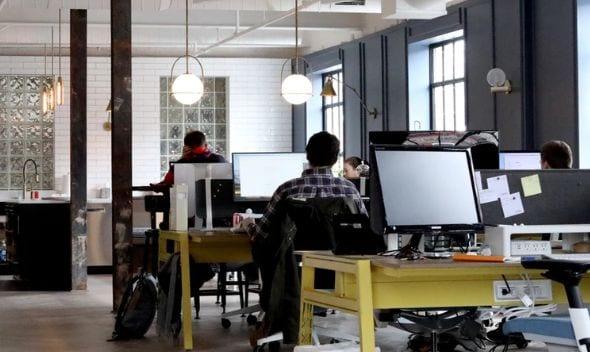 hitta arbete i huvudstan är både lättare och svårare än i andra städer, beroende på bransch