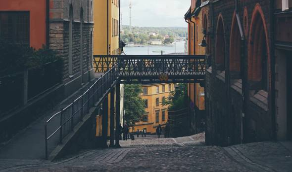 vandra runt ensam i Stocholms innerstad
